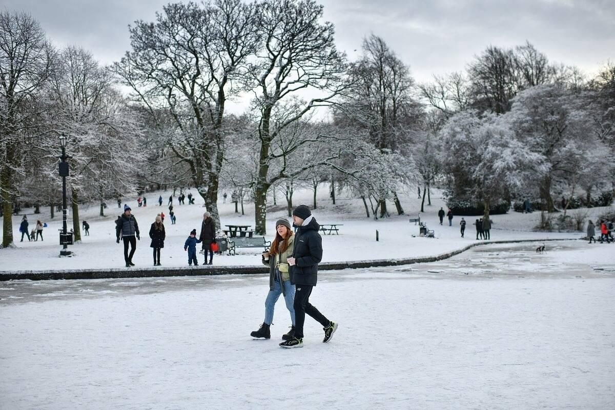 Dzisiaj ma spaść 10 cm śniegu w UK. Met Office wydało już alerty pogodowe