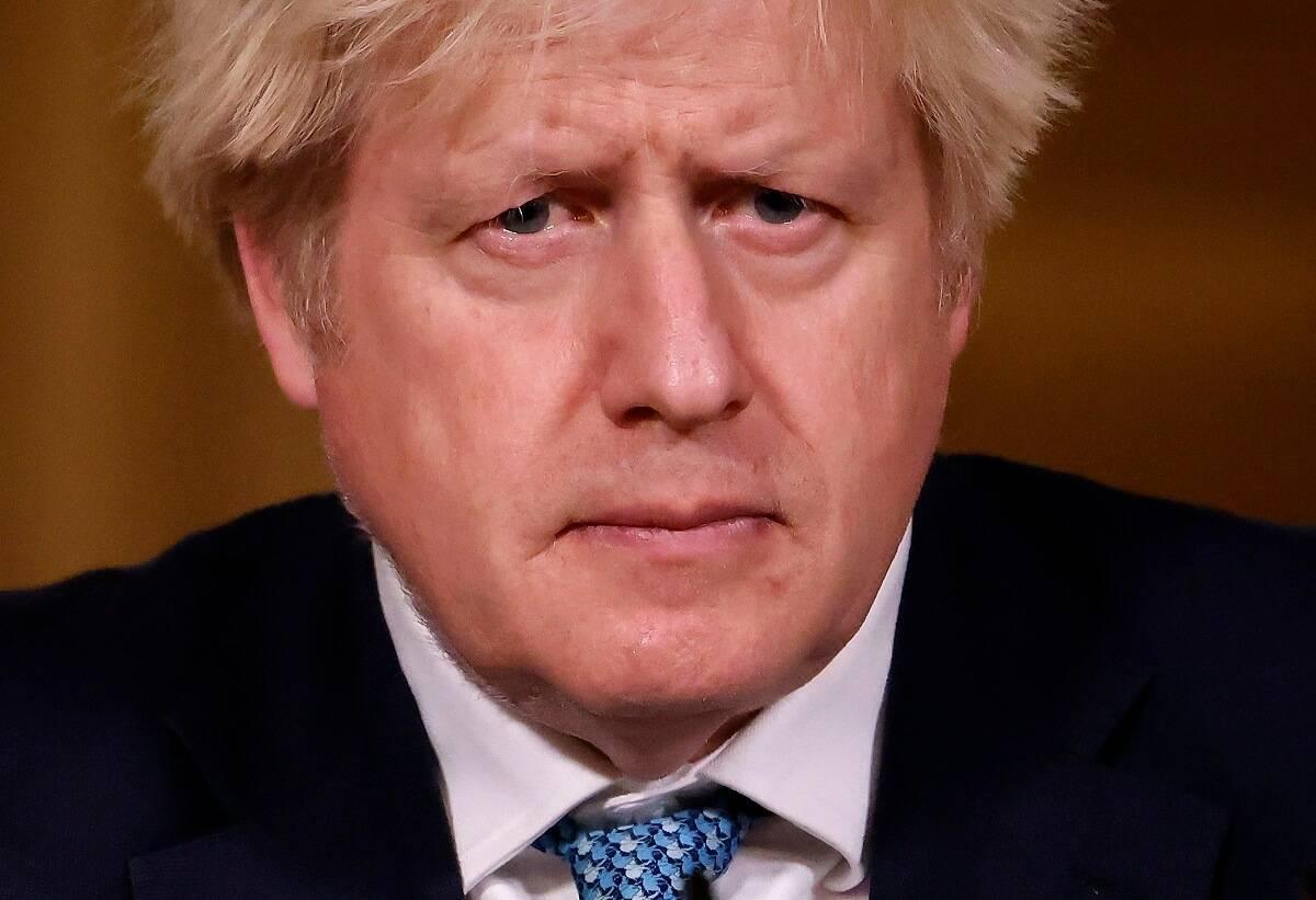 Boris Johnson chce zaostrzyć zasady lockdownu. Obowiązkowe maski i zakaz spotkań na zewnątrz