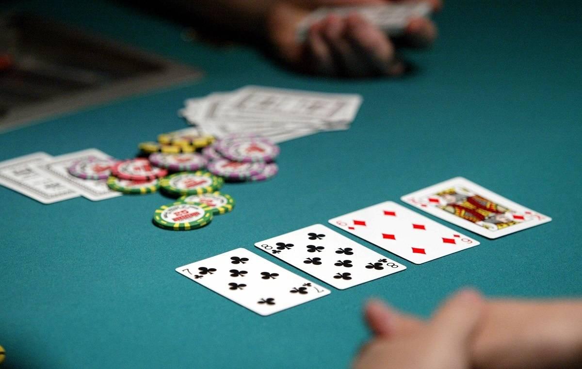 Hackney: Policyjny nalot na klub - 13 mężczyzn ukaranych za grę... w pokera