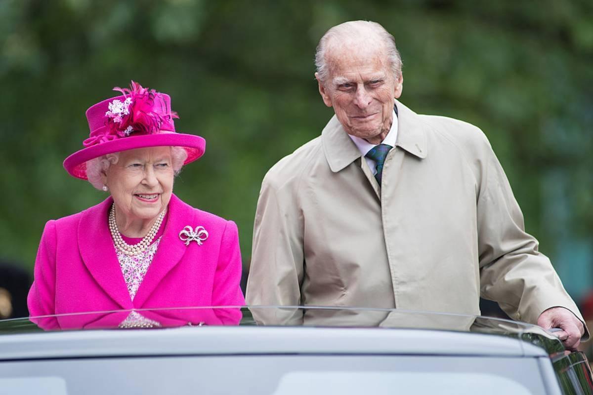 Królowa Elżbieta II i książę Filip otrzymali pierwszą dawkę szczepionki. Informację potwierdził Pałac Buckingham