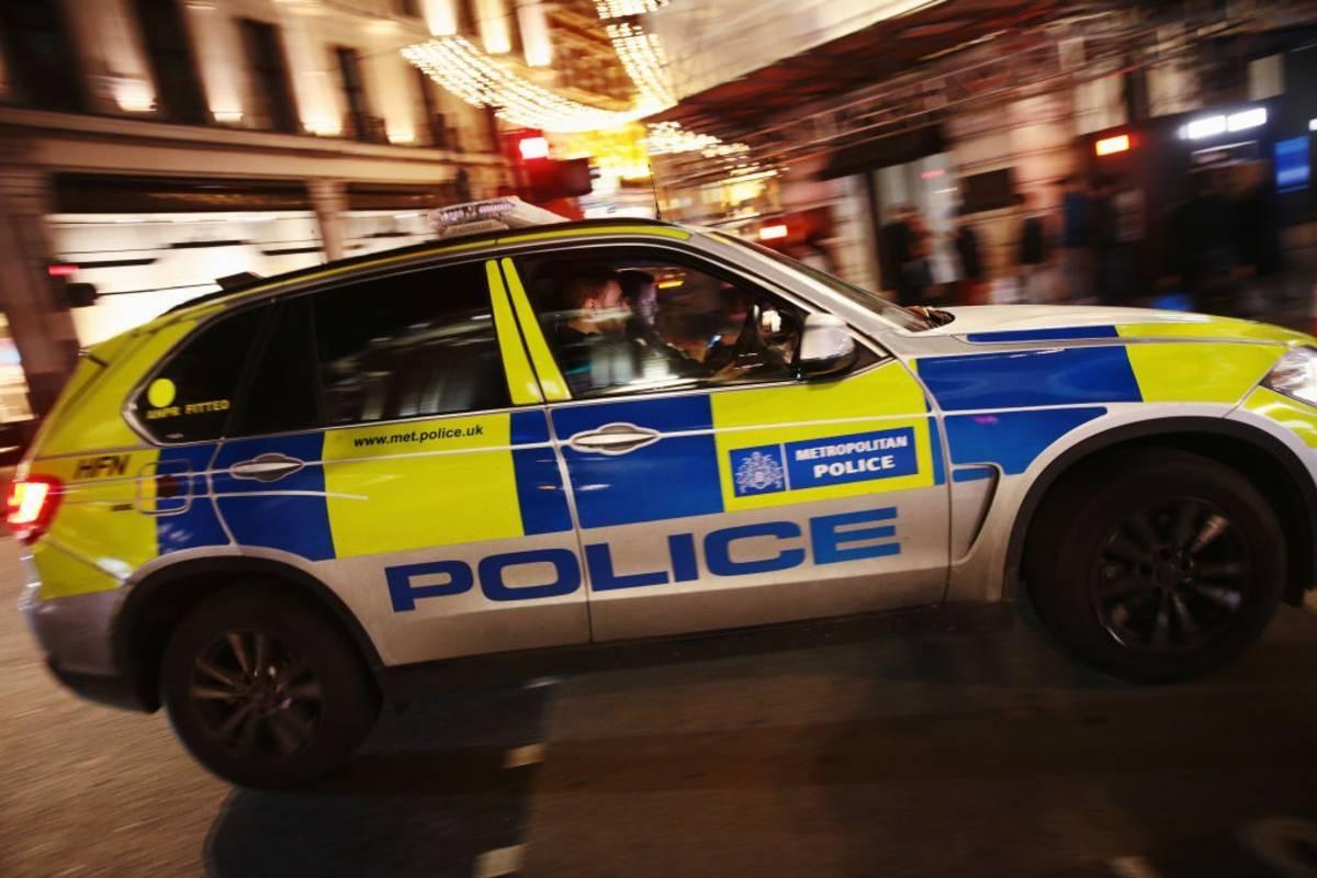 Wpadka brytyjskiej policji: Funkcjonariusze zagrozili, że będą wlepiać mandaty w wysokości £200 za rzucanie się śnieżkami!