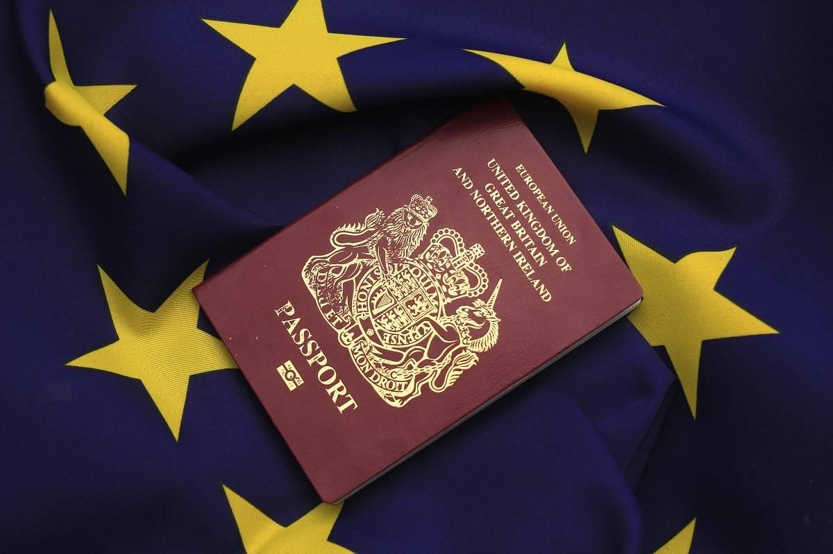 Ranking NAJPOTĘŻNIEJSZYCH paszportów na świecie za rok 2021