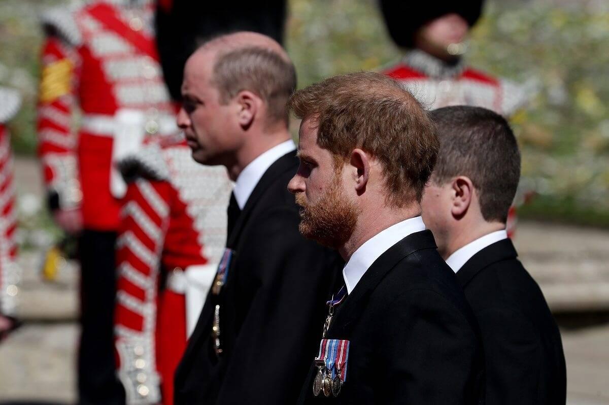 Pogrzeb zjednoczył braci? Harry i William rozmawiali po pogrzebie księcia Filipa. Pomogła im księżna Kate [wideo]