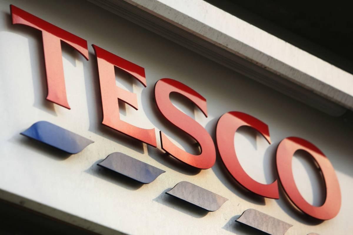Piękny gest TESCO - Supermarket wezwał mieszkańców UK, by udali się w tym tygodniu do pubów i nie kupowali  alkoholu w sklepach sieci