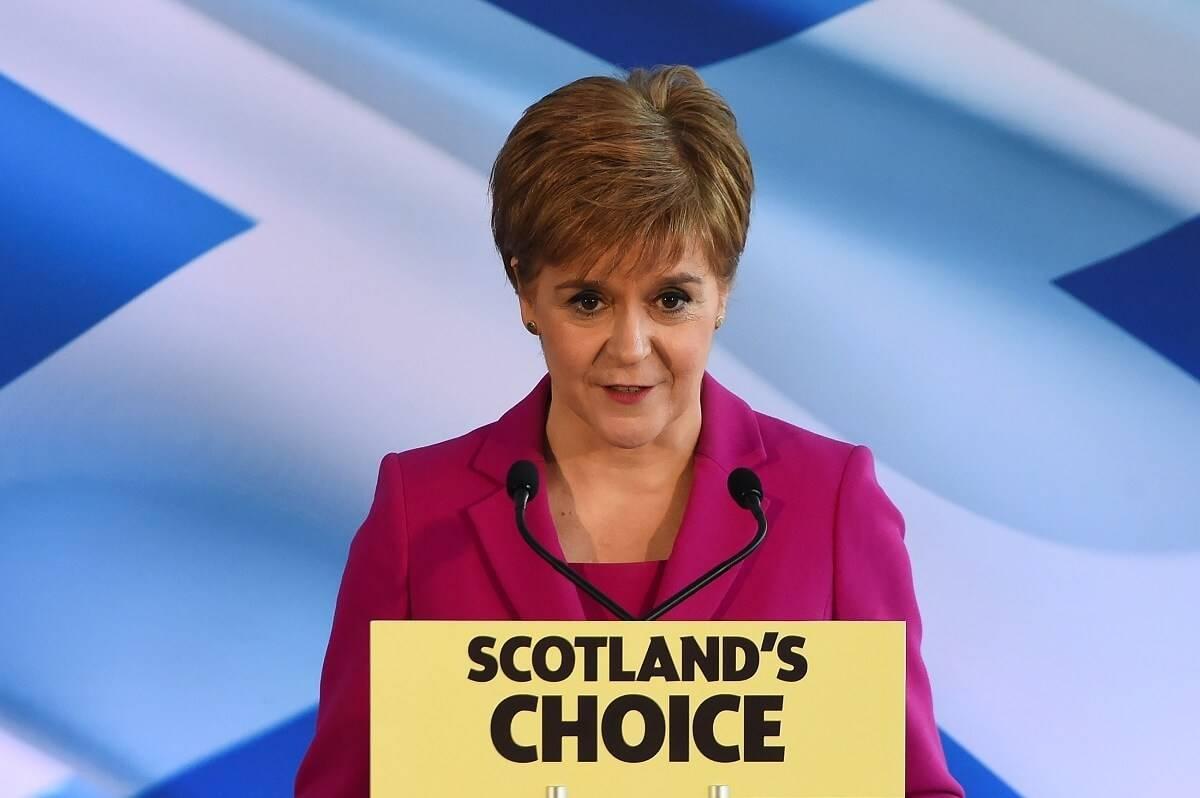 Nicola Sturgeon wygrała wybory w Szkocji. Boris Johnson apeluje, by skupić się na pandemii, a nie na referendum ws. niepodległości