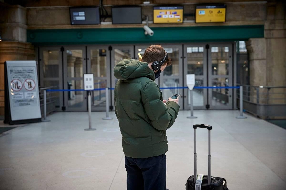 Zasady podróży zagranicznych w UK. Wszystko, co musisz wiedzieć o kwarantannie i testach
