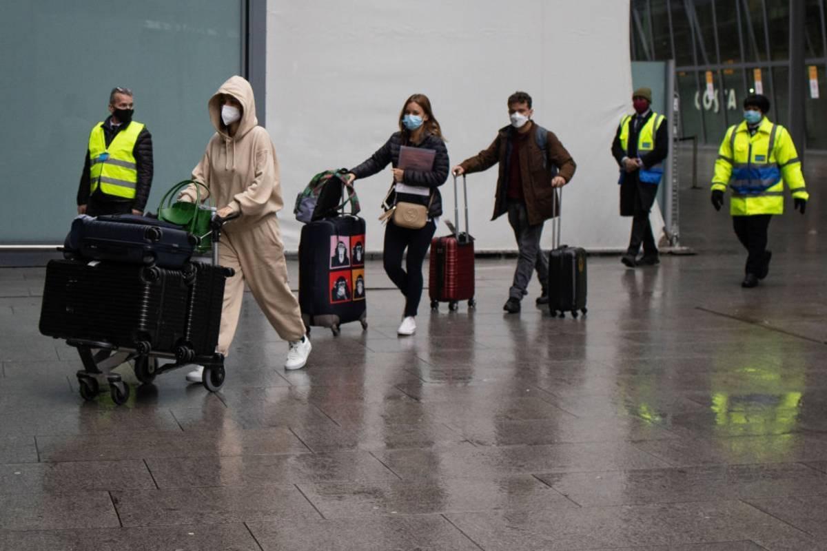 """""""Wstydzę się, że jestem Brytyjczykiem"""". Turyści z UK są oburzeni, że zostali zmuszeni do przerwania urlopu w Portugalii"""