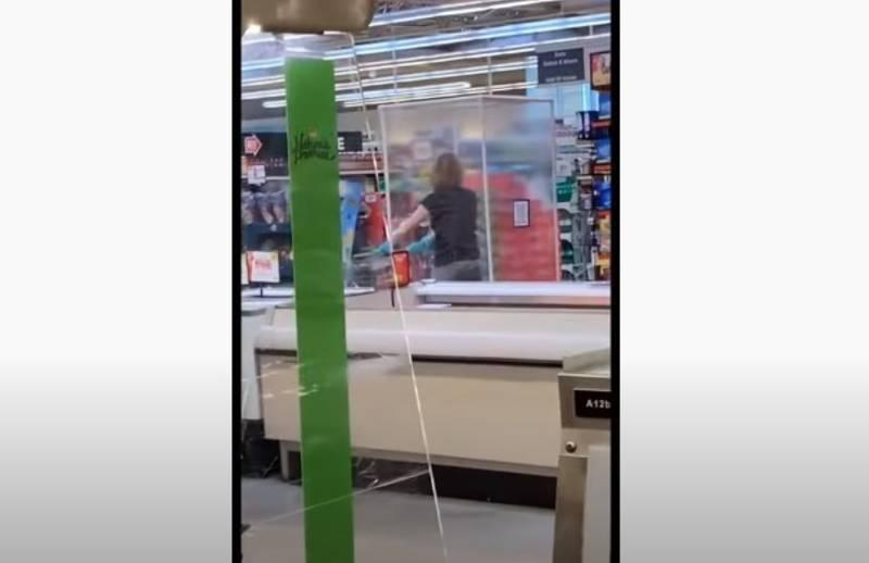 Klientka sklepu pokazała, jak wygląda 100-proc. ochrona przed Covid-19. Co o tym sądzicie? [WIDEO]