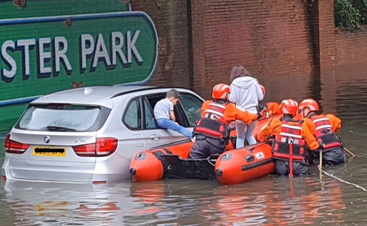 Powódź w Londynie. Podtopione zostały szpitale, drogi, domy i stacje kolejowe [ZDJĘCIA i WIDEO]