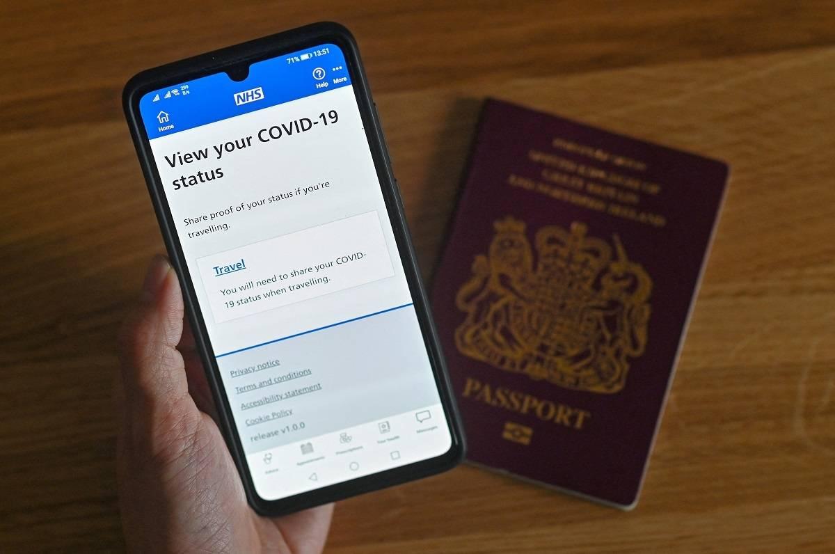 Czy Brytyjczycy masowo usuwają aplikację NHS COVID-19 służącą do śledzenia ich kontaktów?