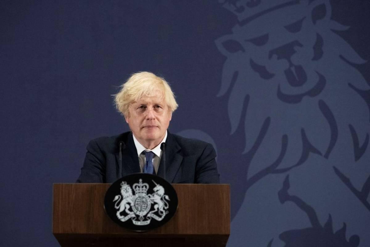 """Boris Johnson nie chciał wprowadzić drugiego lockdownu, bo """"ludzie, którzy umierali, mieli zasadniczo ponad 80 lat"""""""