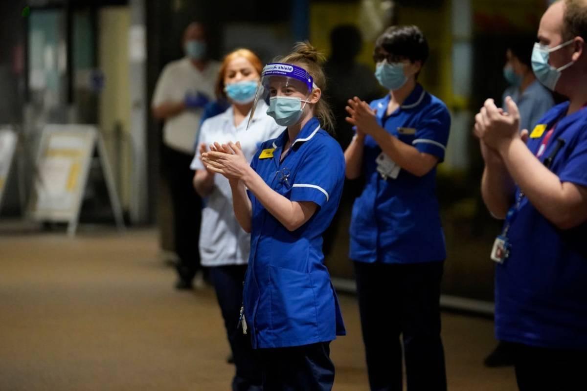 Służba zdrowia z UK znów jest na granicy wydolności. Sytuacja jest tak zła, jak w szczycie drugiej fali