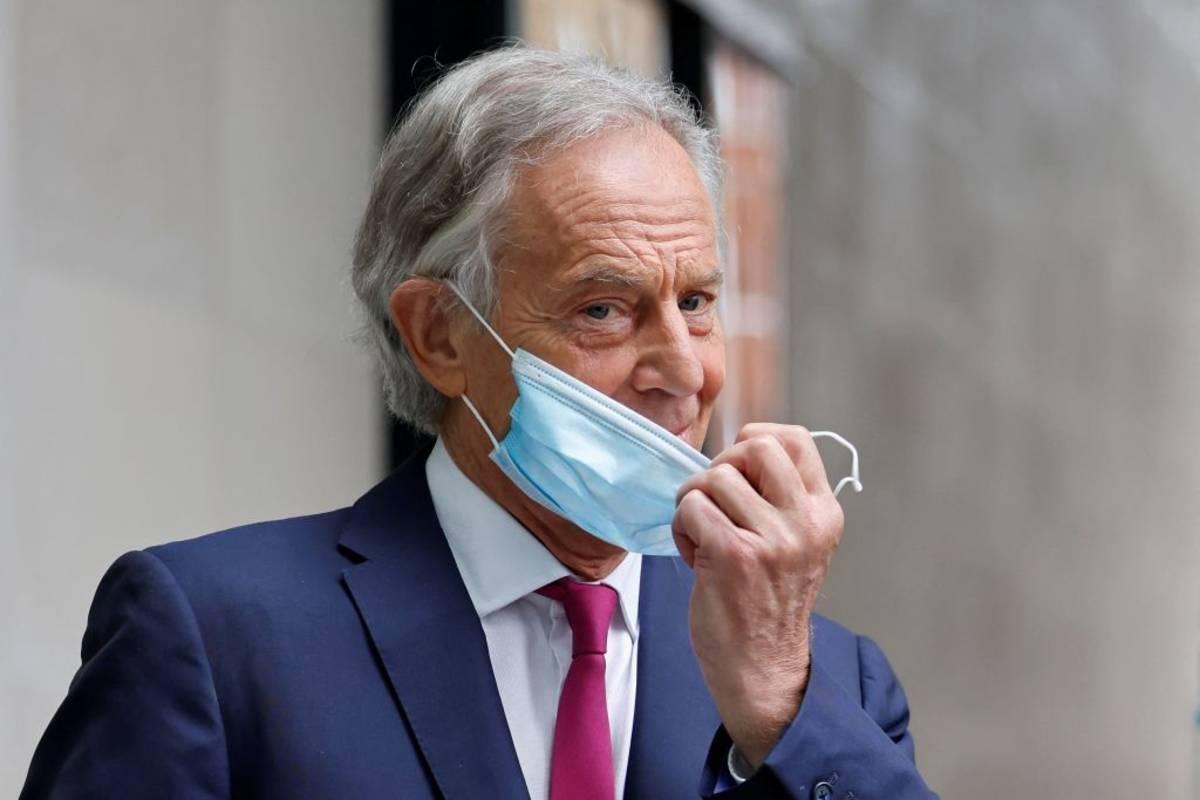 """""""System nie jest racjonalny"""" - Tony Blair apeluje o zniesienie obowiązku samoizolacji dla osób w pełni zaszczepionych"""
