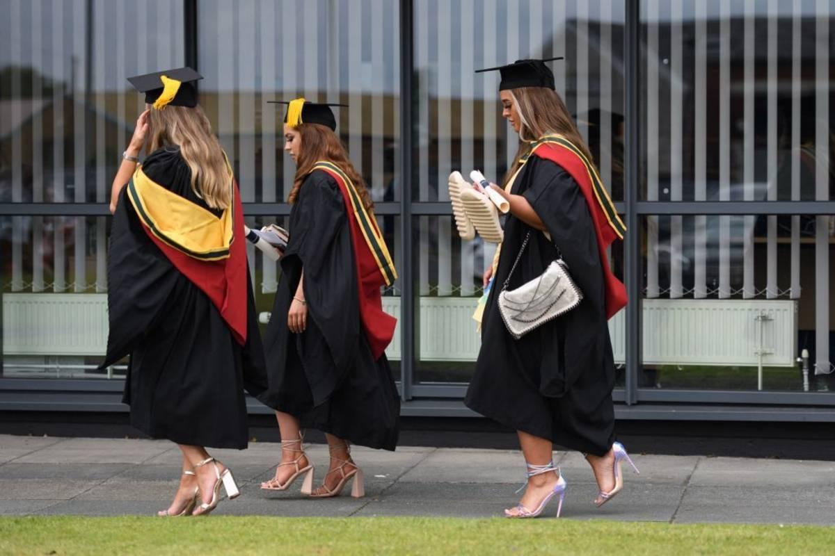 Studenci w UK będą się musieli zaszczepić, żeby uczęszczać na wykłady? Downing Street nie wyklucza takiego rozwiązania