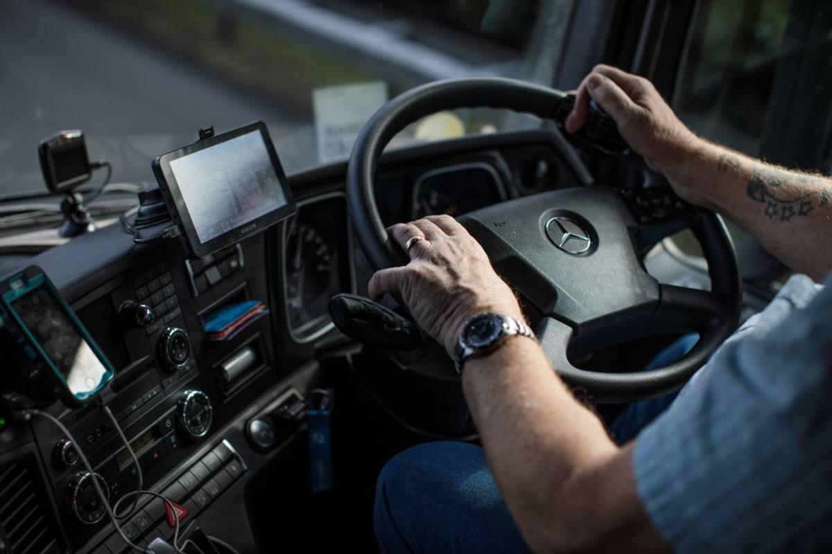 Kierowca ciężarówki dźgnięty nożem we wschodnim Londynie! Mężczyzna nie żyje