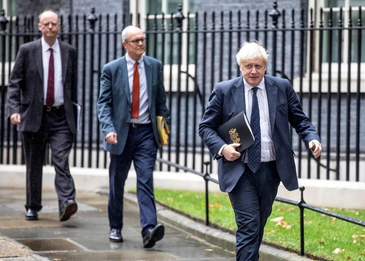 """Oto wszystko, co wiemy o Covid Winter Plan Borisa Johnsona. Jaki jest """"Plan A"""" i """"Plan B"""" na sezon jesienno-zimowy?"""