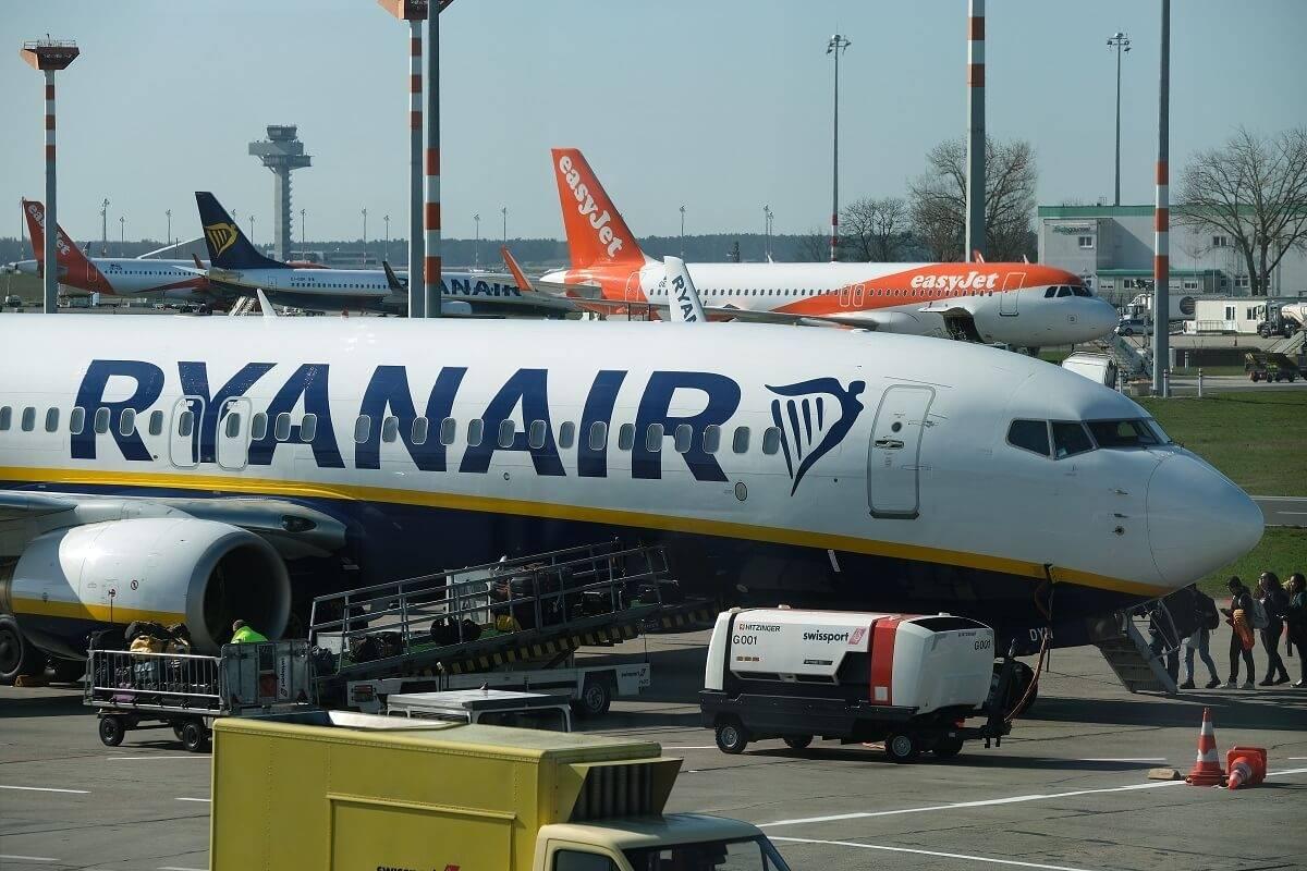 Ryanair przywraca opłatę wycofaną na czas pandemii. Za co znów będzie trzeba płacić?