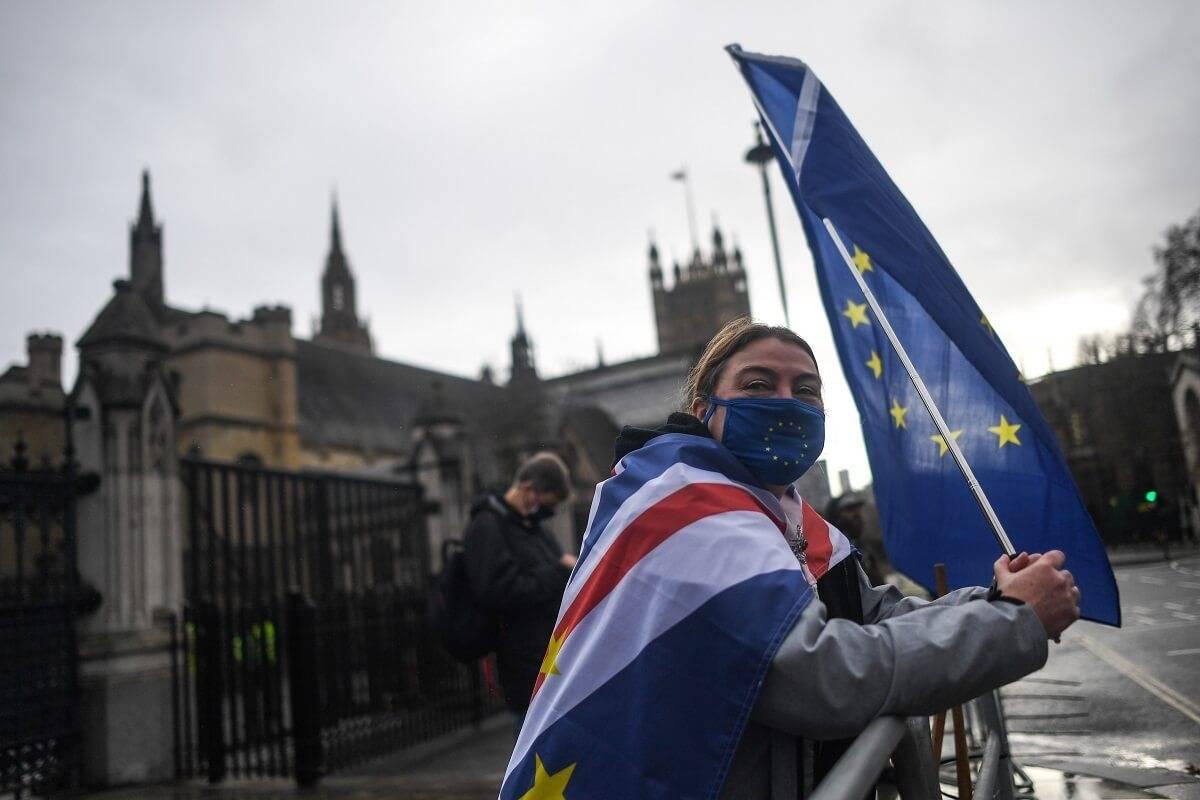 Brytyjczycy zwracają się przeciwko Brexitowi - ujawnia największa analiza sondażowa