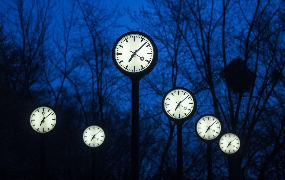 Kiedy przestawiamy zegarki na czas zimowy? Zobacz datę zmiany czasu jesienią 2021