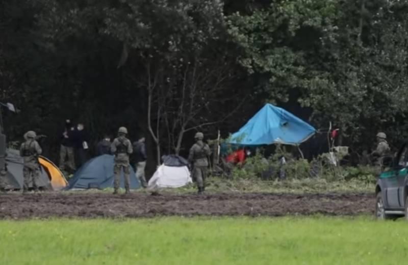 BBC emituje wstrząsające nagranie z pogranicza polsko-białoruskiego. Część koczujących w lesie imigrantów ma objawy hipotermii