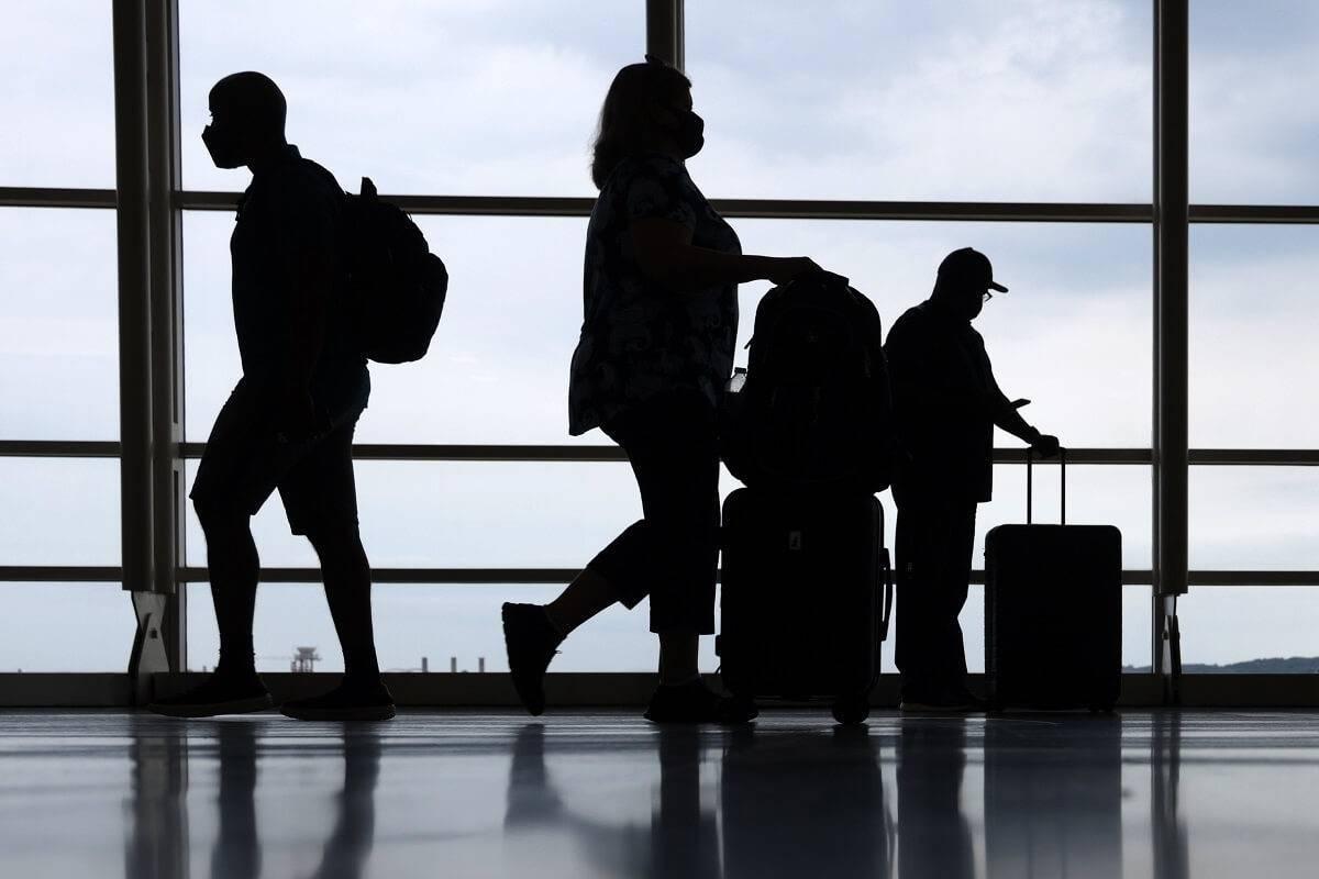 Nieszczepieni podróżni będą musieli wykonać dwa testy PCR po przybyciu do Wielkiej Brytanii?