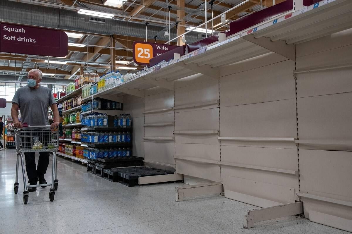 Już w ciągu najbliższych dwóch tygodni może zabraknąć mięsa i sera w brytyjskich supermarketach